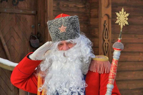 В Новый год все дети, без исключения, мечтают увидеть настоящего Деда Мороза и лично поведать ему о своей заветной мечте. Белорусский экскурсионный портал Ekskursii.by предлагает Новогодние школьные туры для встречи с главным символом праздника. А, пожалуй, самый боевой Дед Мороз ждет юных гостей на  Линии Сталина.